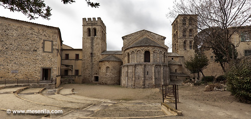 Abadía benedictina románica de Saint Paul i Saint Pierre