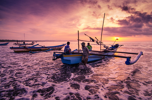 seascape tourism beach sunrise indonesia landscape java boat nikon fishermen westjava tamron 1750mm jawabarat ujunggenteng d7000