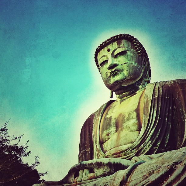 Looking up to Great Buddha of Kamakura.