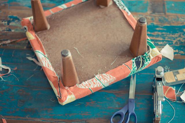 retapisser un tabouret DIY