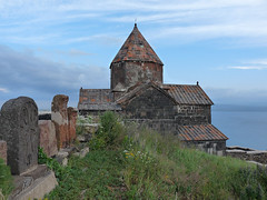 Sevanavank:Kamenný svědek nad jezerem Sevan