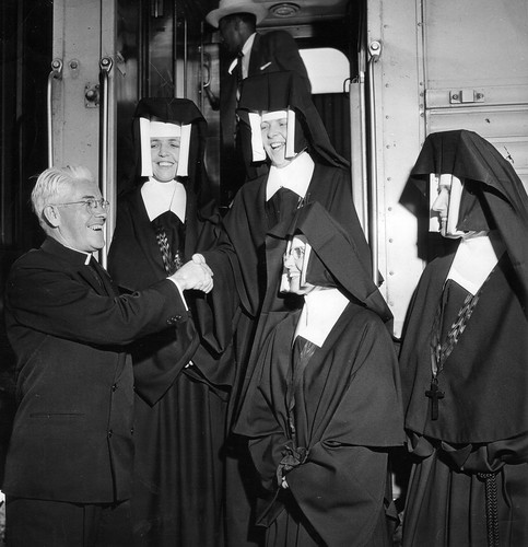 A second group of pioneer sisters arriving at Pomona Train Station, California in August, 1950. Pictured arriving are Srs Mary Rice (2nd from left) and Mary O'Driscoll (de Ricci) (3rd from left). They are welcomed by Srs Kilian Eaton (2nd from right) and