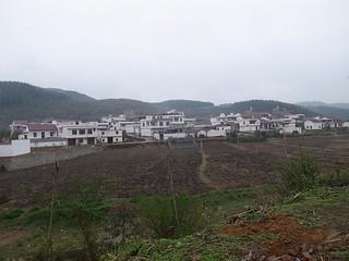 白い壁の村