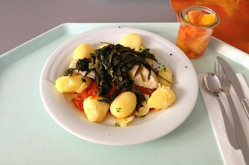Seelachs im Tomatenbett mit Blattspinat & Kartoffeln / Coalfish with tomatoes, leaf spinach & potatoes