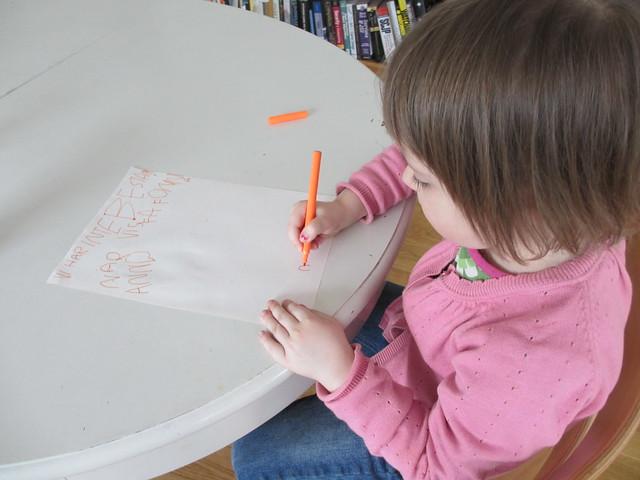 Ava skriver brev