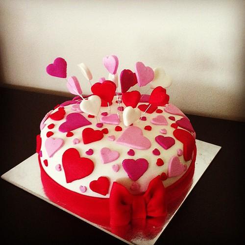 #hearts#birthdaycake #ribbon#sugarpaste #sekerhamurlupastalar #kalplipasta by l'atelier de ronitte