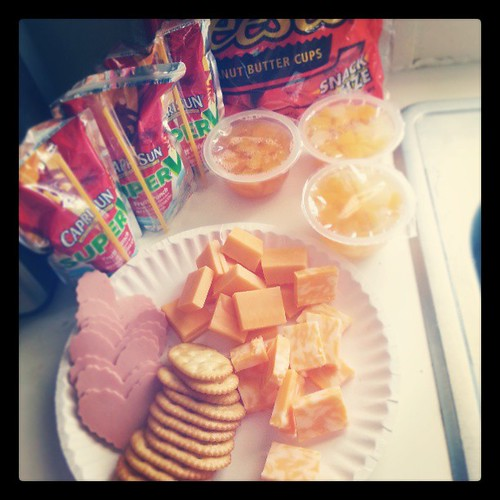 DIY Lunchables. Same cost, three times as much bologna, cheese, crackers, juice, and peanut butter cups. #diy #lunch #frugal #lunchables