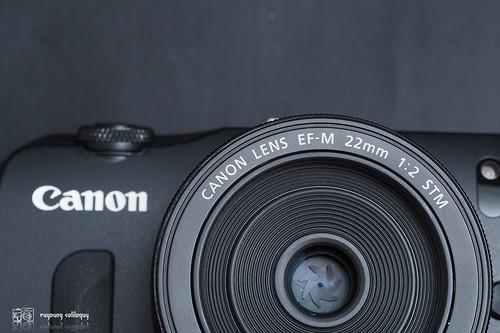 Canon_EOS_M_intro_04