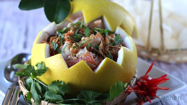 Vietnamese pomelo fruit salad (Gỏi bưởi)