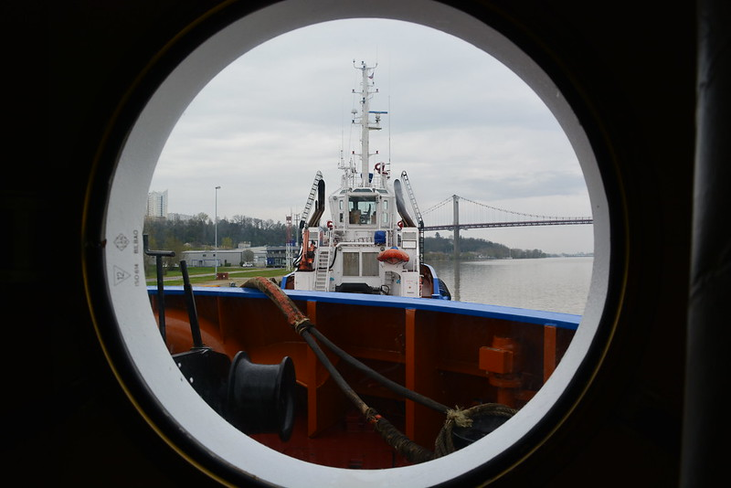 La remorque du MEDOC est prête à prendre en convoi le paquebot ASTOR - ©avril 2013 - bordeauxpaquebots.com