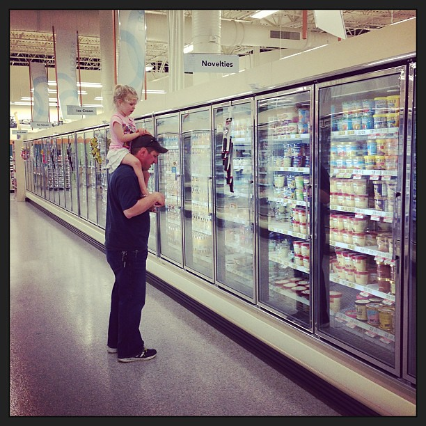 Picking out ice cream. #icecreamlovers #twopeasinapod