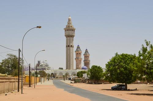 Image: Le Lamp Fall de la mosquée de Touba