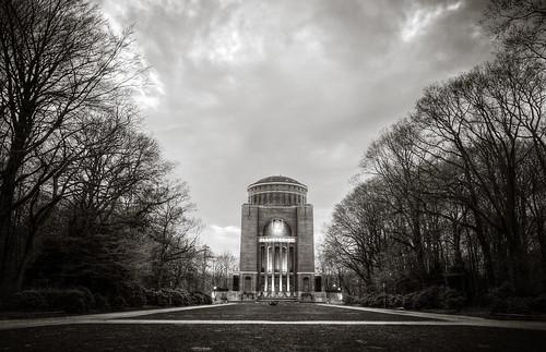 Planetarium HDR BW