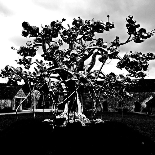 20160920_0538-metal-tree-sculpture