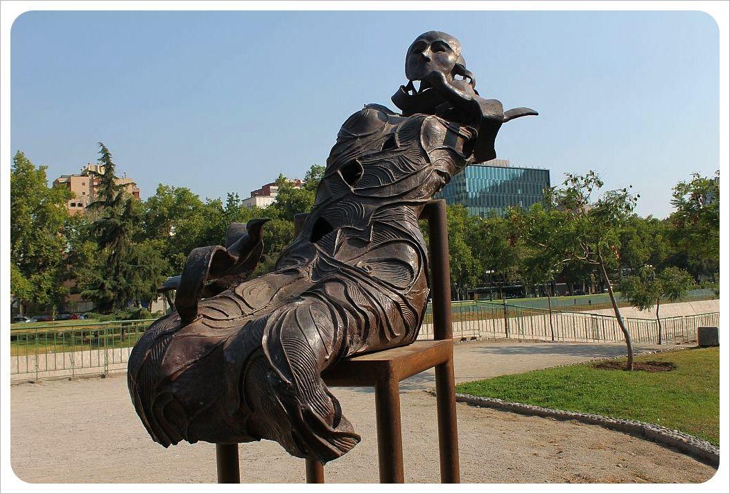 santiago sculpture woman