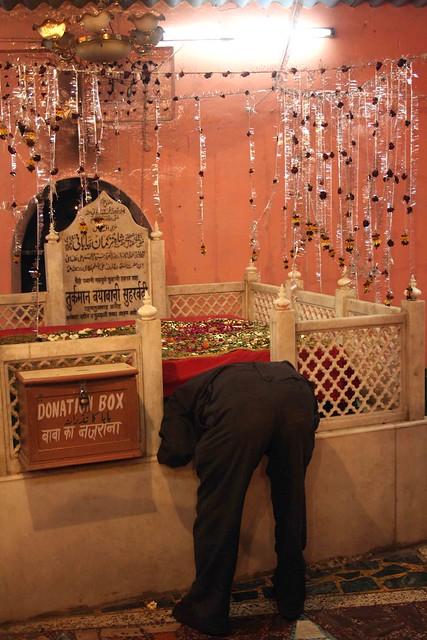 City Faith – Shah Turkman's Dargah, Near Delhi Stock Exchange