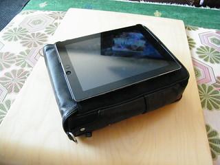 Platforma iPad Messenger Bag from Strotter