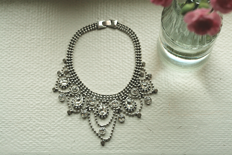statement necklace glitter sparkly