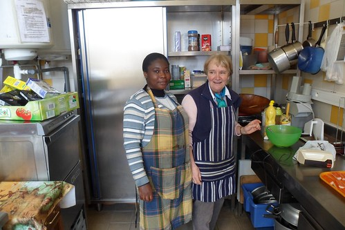 Gladys Ekhareafo SSL volunteering in the kitchen of Sécours Catholique in Étampes