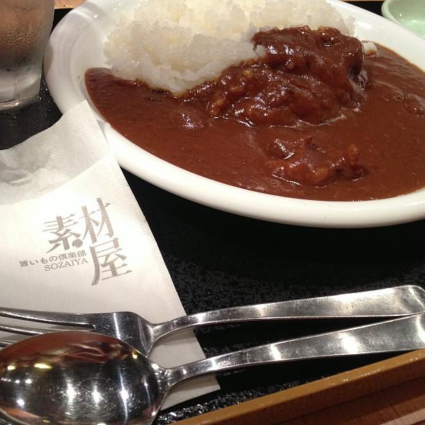 Photo:堀内ビルの天狗、素材屋 どちらのランチカレーも普通のレトルト的なやつ。ココイチ高いけど美味しいな、やっぱり、、 By naka_hide