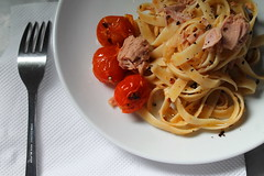 Fettuccine with Tuna and Cherry Tomatoes