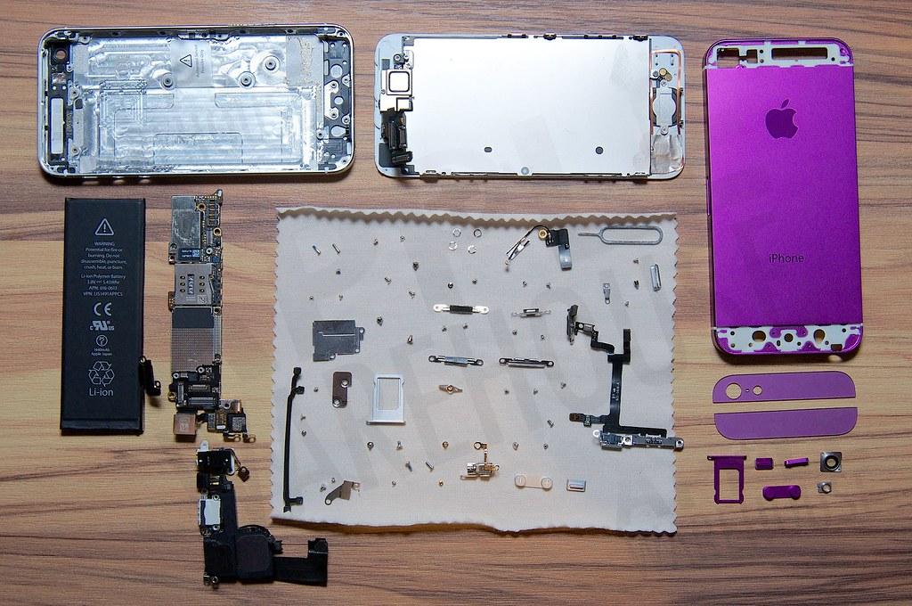 解體的 iPhone 5