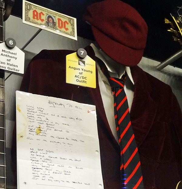 acdc-schoolboy-outfit