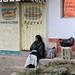 Woman - Mujer en la puerta; San Pedro y San Pablo Ayutla, Región Mixes, Oaxaca, Mexico por Lon&Queta