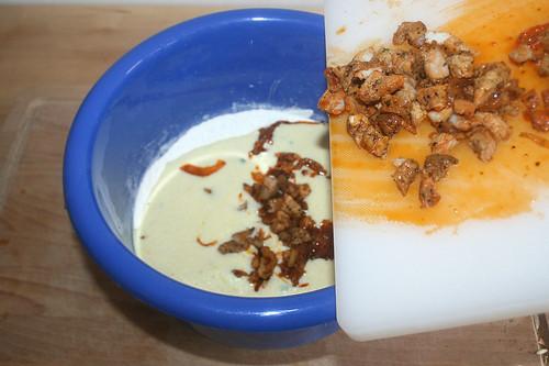 25 - Gyrosfleisch in Schüssel geben / Put meat in bowl