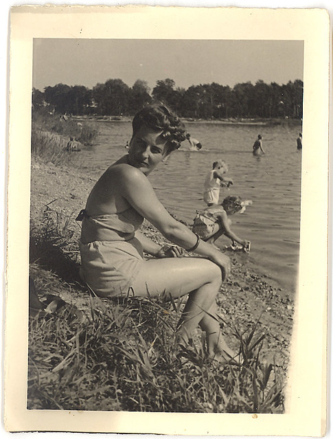 2.21 vintage photograph bathing beauty