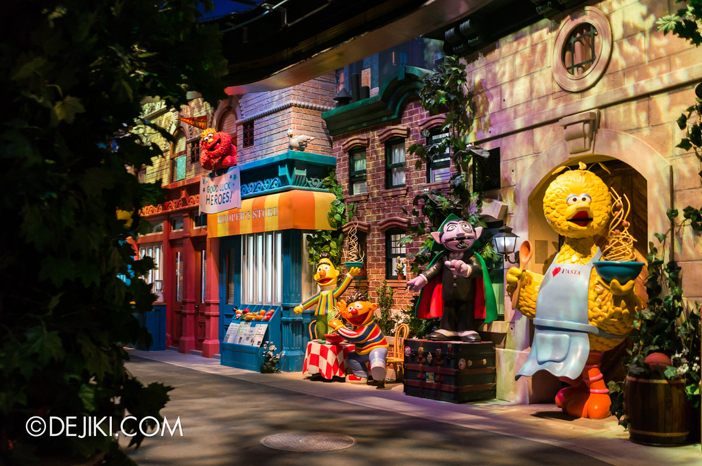 [On-Ride Photo] Spaghetti Space Chase - Big Bird, The Count, Bert, Ernie, Murray