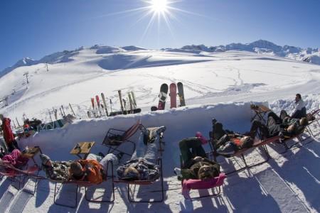 Několik důvodů proč vyrazit na lyže do Francie právě v březnu
