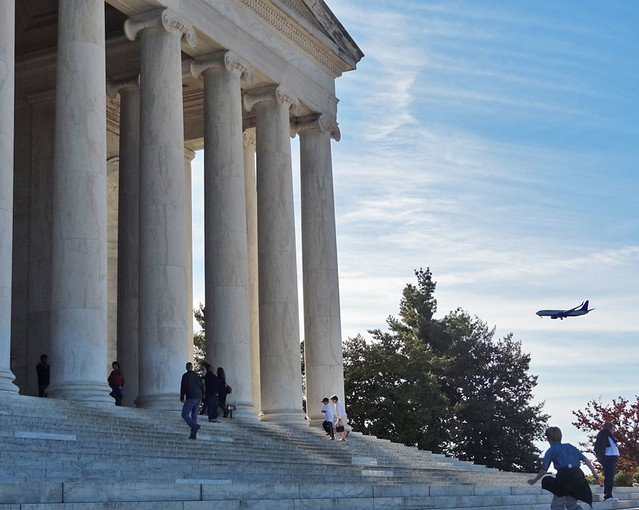 jefferson-memorial-plane
