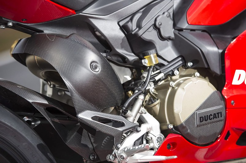2013-ducati-1199-panigale-r-official-pictures-photo-gallery_22