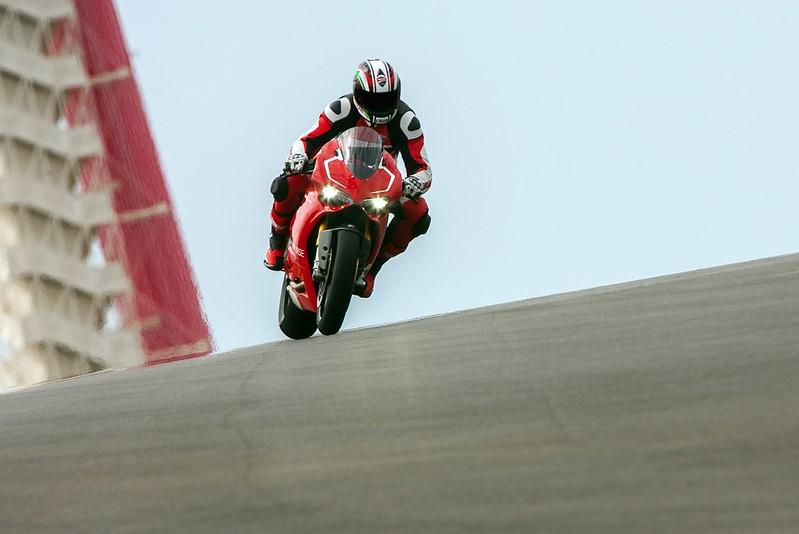 2013-ducati-1199-panigale-r-official-pictures-photo-gallery_8