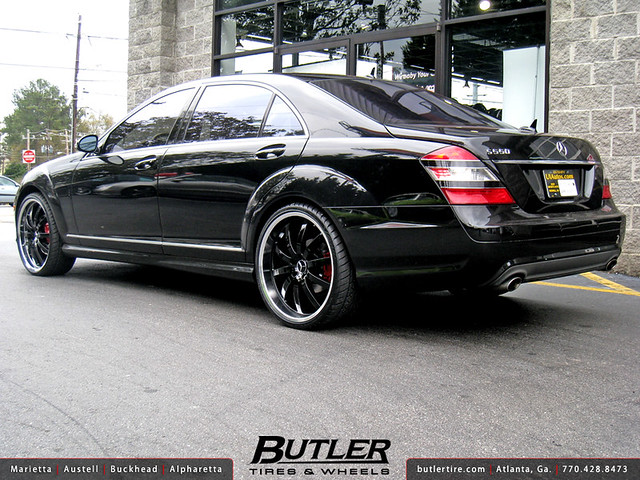 Mercedes S-Class with 22in Mandrus Wilhelm Wheels