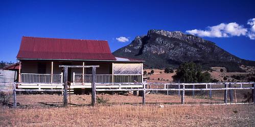 park clouds farmhouse canon fuji mt country cottage australia velvia national bushwalking scanned queensland 1994 barney eos500 35mmslidefilm mtmaroon