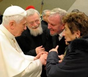 Benedicto XVI Kiko Carmen y Mario