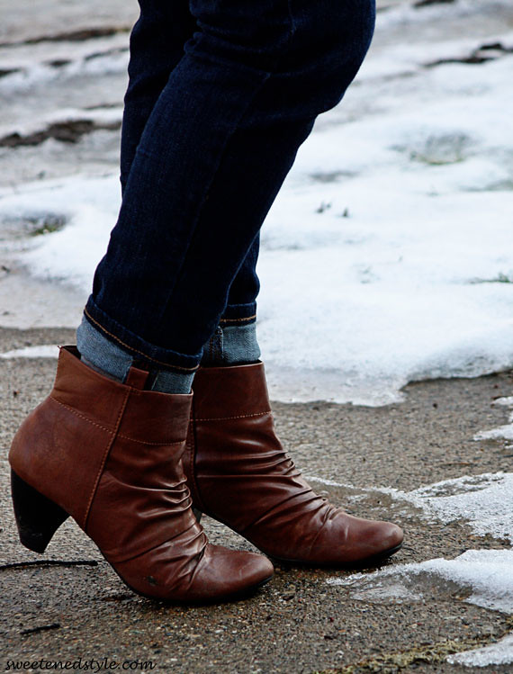 brown heeled booties, rolled skinnies