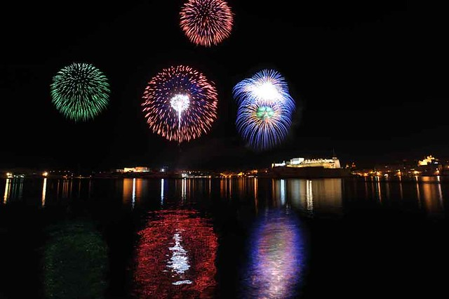 Malta - Valletta Fireworks Festival 2009 05 by Rene Rossignaud