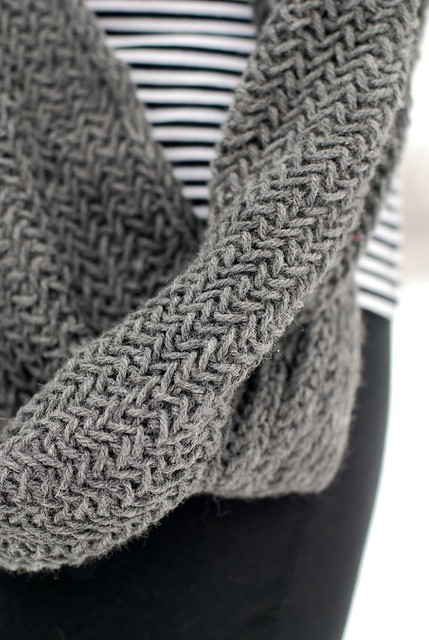02222013 Herringbone Knit Cowl