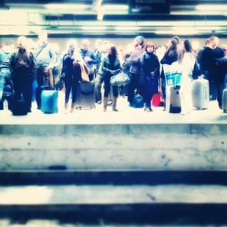 Personas que vienen y van #train #tren #instagram #igerspain #instagramer #instamood #igerespaña #instamatic #ig #instagramers #igersbarcelona #igers #instagrammers #instagramhub #photooftheday #picoftheday #urban #travel #viaje