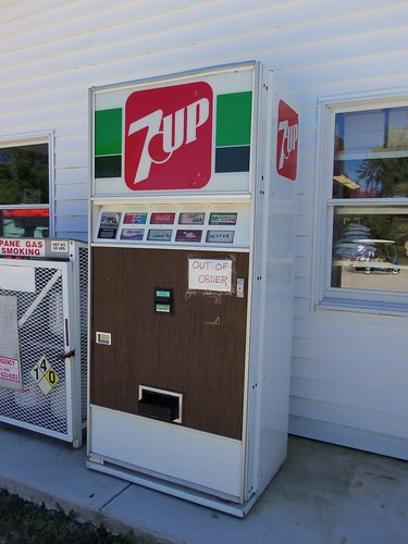 Vintage 7Up Vending Machine