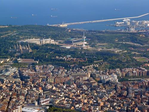 Vista aérea de Montjuic desde un helicóptero (Barcelona)