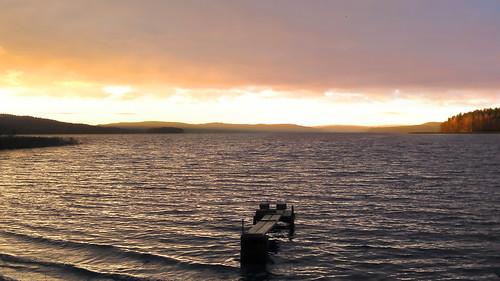 morning autumn lake nature sunrise suomi finland pier purple jyväskylä jyvaskyla 2007 luminance purplesky keskisuomi centralfinland nenäinniemi nenainniemi