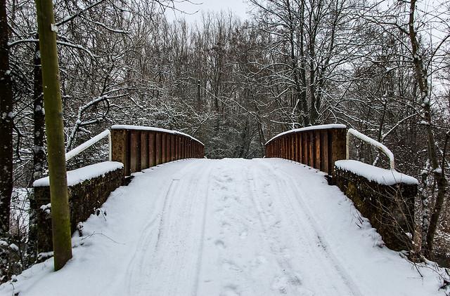 Promenade dans la neige - Pont au dessus du Canal de la Moselle