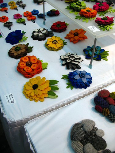 Great art in felt! Flower and rock brooches