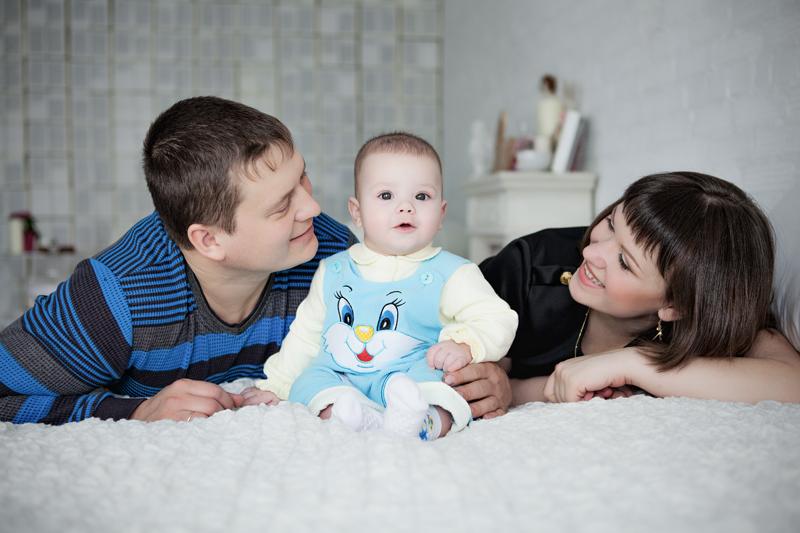 Семейная фотосессия с ребенком в студии