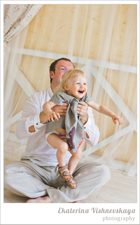 фотограф Екатерина Вишневская, хороший детский фотограф, семейный фотограф, домашняя съемка, студийная фотосессия, детская съемка, малыш, ребенок, съемка детей, фотография ребёнка, девочка, папа, семья, отцовство, красота, милый ребёнок, счастье, радость, улыбка, смех, фотограф москва