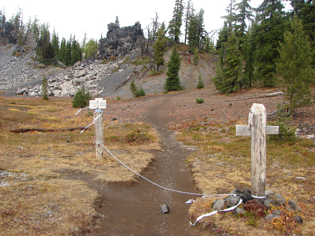 Pacific Crest Trail closed due to the Pole Creek Fire at the Scott Trail junction
